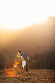 SUNSET ENGAGEMENT SESSION BY BRITT RENE PHOTOGRAPHY // Via Engaged & Inspired
