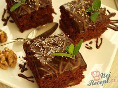 Použila jsem hrneček o objemu 250 ml. Zvykla jsem dělávat čokoládový koláček s červenou řepou, ale dnes jsem vyzkoušela tento ... nebíčko v tlamičce, jsem maximálně spokojená. Upravila jsem si originální recept tak, aby mi to sedělo a tak se dělím s vámi s mým výtvorem. Autor: Naďa I. (Rebeka) Brownies, Food And Drink, Sweets, Beef, Chocolate, Baking, Recipes, Cakes, Kitchen