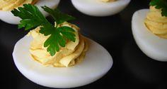 Húsvéti töltött tojás recept: Kiváló, pikáns étvágykeltő előétel! A húsvéti menü elengedhetetlen darabja! Egyszerű, gyors, finom! Próbálja ki Ön is!