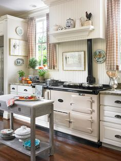 Look at that stove! This is a small kitchen? :-) (Small Kitchen with Special Touches) home vintage kitchen decorate stove small Cozy Kitchen, New Kitchen, Vintage Kitchen, Kitchen Shelves, French Kitchen, Awesome Kitchen, Kitchen Small, Kitchen Cabinets, Kitchen Interior