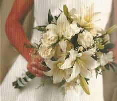 Learn how to make wedding bouquets, corsages, boutonnieres and centerpieces like a professional.  Buy discount bulk flowers and professional florist supplies.Use the corr