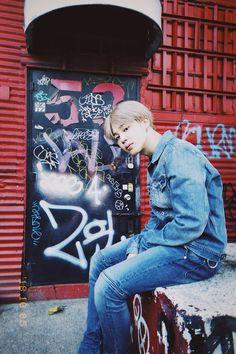 BTS's Jimin enjoying his free time with the rest of BTS in the New York streets. Bts Jimin, Jhope, Bts Bangtan Boy, Taehyung, Park Ji Min, Busan, Boy Scouts, Jikook, K Pop