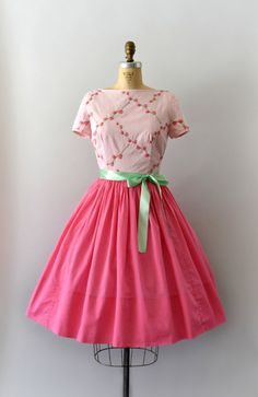 Vintage 1950s dress, two-tone pink cotton body, embroidered floral bodice, short sleeves, fitted waist, very full skirt, hidden back metal zip.  - - - M E A S U R E M E N T S - - -  Fit/Size: S/M  Bust: 36 Waist: 27 - 28 Hips: free Length: 40  Maker/Brand: union label, but no maker tags found Condition: Excellent, missing original belt. - - - - - - - - - - - - - - - - - - - - - - - - - - Instagram: sweetbeefinds Facebook: sweet bee finds vintage