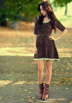 Love the dress and boot combination, though I'm not a big fan of the dress itself