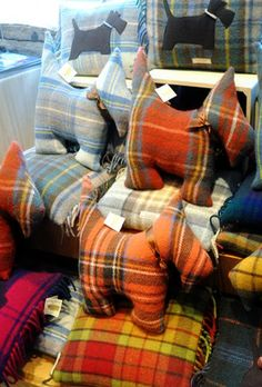 Tartan Scotty Dog Pillows--I've made some of these cuties in the past ! Tartan Crafts, Tartan Christmas, Tartan Kilt, Scottish Terrier, My Favorite Color, Fall Decor, Kids Crafts, Dog Pillows, Dog Cushions