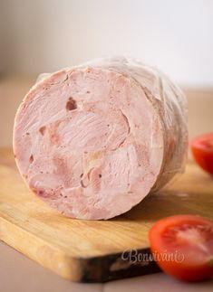 K tomuto receptu potrebujeme domáci šunkovar, alebo aspoň igelitové črievko na tlačenku. Spracovaním mäsa získame 100% mäsovú chutnú šunku. Na miesenie šunky môžeme použiť mixér s nožíkmi, alebo domácu pekárničku. Šunku je možné ochutiť rôznymi bylinkami, korením, olivami a podobne. Toto je základný recept na kilo šunky. Chicken Ham, Dairy, Cooking Recipes, Ice Cream, Cheese, Homemade, Desserts, Food, Sink