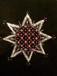 En idag, en igår. Jag har två kvar för att få ihop min tehuva #broderi #embroidery #yllebroderi