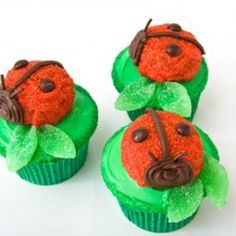 Sweet! How to make ladybug cupcakes birthday cake with Mallomars. Easy, step-by-step recipe, diagrams and pictures - parenting.com