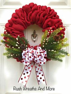Roter Leinwand-Weihnachtskranz 2018 - Holiday wreaths christmas,Holiday crafts for kids to make,Holiday cookies christmas, Burlap Christmas Tree, Holiday Wreaths, Winter Christmas, Christmas Ornaments, Christmas Ribbon, Christmas 2019, Christmas Swags, Prim Christmas, Christmas Quotes