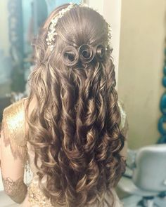 Super hair red tips haircuts Ideas Open Hairstyles, Indian Wedding Hairstyles, Bride Hairstyles, Kashees Hairstyle, Lehenga Hairstyles, Graduation Hairstyles, White Lipstick, Hair Upstyles, Super Hair