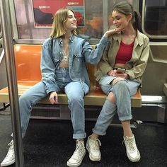 Friends December 13 2019 at fashion-inspo Best Friend Pictures, Bff Pictures, Friend Photos, Metro Pictures, Grunge Look, Mode Grunge, Grunge Girl, Look 80s, Look Retro