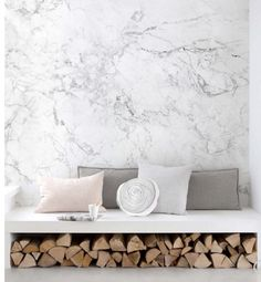 White Marble Wallpaper | Contemporary Wallpaper | Wallpaper Ideas | Faux Marble Wallpaper | Wallpaper Trends | Peel and Stick Wallpaper