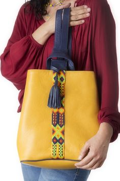 Back Pack de Piel Amarillo con Marino. | Consulta disponibilidad en cristinaorozco.mx Dior Handbags, Leather Handbags, Leather Wallet, Leather Bags Handmade, Handmade Bags, My Bags, Purses And Bags, Vanity Bag, Ethnic Bag