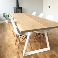 Dinning Room Table Style Guide For Your Home - Crithome Dinning Room Table Diy, Dinner Tables Furniture, Dinning Table Design, Esstisch Design, Oak Table, Rustic Table, Farmhouse Design, Modern Farmhouse, Nordic Furniture