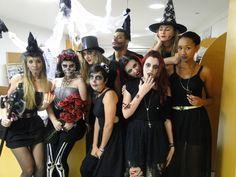 Pomerode – Cativa entra no clima do Halloween, conhecido como Dia das Bruxas  Personagens, acessórios assustadores e maquiagens pesadas fazem parte do uniforme de trabalho da equipe da Cativa nesta quinta-feira (31/10).