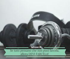 Tra i tuoi buoni propositi c'è quello di perdere peso? Eccoti alcune frasi motivazionali per la dieta per aiutarti ad affrontare la tua sfida personale! Positive Vibes, Bodybuilding, Fitness, Diets, Pansy Flower, Build Muscle