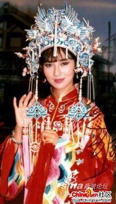 中國古裝 - Chinese Traditional Wedding Gown and head piece.