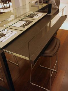 Wooden Jewelry Display Counter with Glass Showcase for Jewelry and Gemstone Store Design