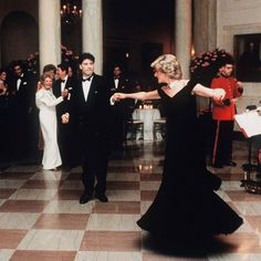 Remember Princess Diana dancing with John Travolta at The White House? Here's what John Travolta has to say about it in 'The Diana Chronicles. Princess Diana Dresses, Princess Diana Fashion, Princess Diana Pictures, Princes Diana, Prince And Princess, Princess Of Wales, Lady Diana Spencer, Kate Middleton, John Travolta Dancing