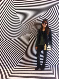 """Meninas, O Museu Oscar Niemeyer está com uma exposição muito legal chamada """"A Magia de Escher"""". A mostra é interativa e conta com obras do artista gráfico holandêsMaurits Cornelis Escher e reúne 8…"""