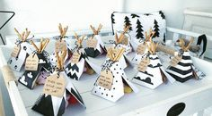 hippe traktaties voor kinderen - Was Sie Für Die Party Wissen Müssen Birthday Treats, Party Treats, Baby Birthday, Party Gifts, Party Favors, Birthday Parties, Ballon Party, Diy Halloween Dekoration, Teepee Party