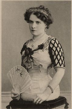 Mademoiselle Gabriella – the Half Lady. She had a perfectly formed upper body that ended smoothly below her waist. She was quite attractive and joined the circus at the Paris Exposition in 1900. She traveled with the Ringling Brothers Circus