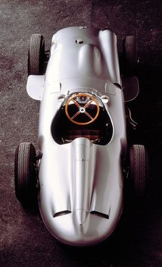 pinterest.com/fra411 #classic #car - I'm sure this must be a joy to drive.. it's definitely a joy for the eye! #racecar