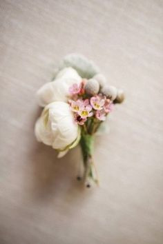#boutonniere #buttonhole #eternalbridal http://theeverylastdetail.com/fairy-tale-inspired-lavender-wedding-ideas/#_a5y_p=4002110