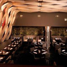 """Voici un petit coup de coeur ! Le restaurant KOI Installé dans le Bryant Park Hôtel, ce restaurant japonais tendance fusion est l'une des adresses à la mode à New York. Testez leur fameux """"Kobe filet mignon"""" et les incontournables """"tempuras"""". Il est situé au 40 West 40th Street, c'est à essayer !"""