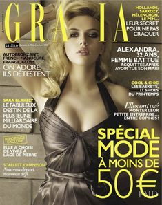Cover with Scarlett Johansson March 2012 of FR based magazine Grazia France from Mondadori France including details. V Magazine, Grazia Magazine, Magazine Images, Magazine Covers, Lily Cole, Helmut Newton, Jessica Chastain, Laura Lee, Hollywood Actor