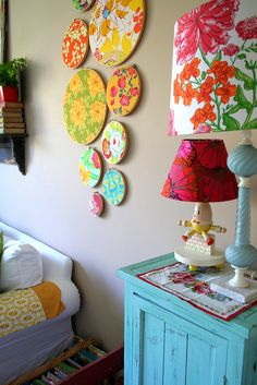 Got some left over fabric scraps? Create your very own crafty wall art to add colour to any room in your home. Wal Art, Vintage Space, Idee Diy, Home And Deco, Diy Wall Art, Fabric Scraps, Scrap Fabric, Fabric Art, Home Interior
