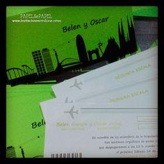 invitaciones de boda ticket de avión en color verde, con el skyline de Barcelona invitaciones skyline invitaciones boda barcelona invitaciones de boda