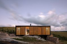 MAPA Architects regards prefabricated homes as the perfect way to create spatial dwellings that effortlessly integrate into natural surrounding landscapes. Located in Uruguay and Transported over 200km to site, the pre-fabricated project 'Retreat in Finca Aguy' is proven evidence of this thought process.