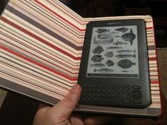 DIY Kindle Case - http://kevling.tumblr.com/post/1251039317/diy-kindle-case
