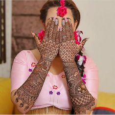 Have you always dreamed of having your hands painted full with henna till the elbows for your wedding day? Well, if you have, then this kind of intricate full hand mehndi design is just for you. Latest Bridal Mehndi Designs, Indian Henna Designs, Full Hand Mehndi Designs, Mehndi Designs 2018, Stylish Mehndi Designs, Dulhan Mehndi Designs, Wedding Mehndi Designs, Mehndi Design Pictures, Beautiful Mehndi Design