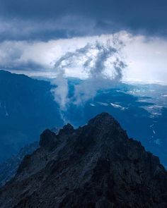 Keď hory dýchajú  foto @nikolas_jasurek  #praveslovenske #nahory #goodideaslovakia #mountainlovers #clouds #peak