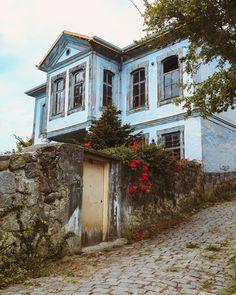 Akçaabat / Trabzon – Kanatsız Kuşlar – Join the world of pin Turkish Architecture, Futuristic Architecture, Architecture Design, Palomar, Watercolor Architecture, Building Sketch, Istanbul Travel, City Landscape, Stone Houses