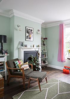 The living room color schemes to give the impression of more colorful living. Find pretty living room color scheme ideas that speak your personality. Mint Living Rooms, Living Room Green, Living Room Sets, Living Room Interior, Living Room Decor, Mint Green Rooms, Green Dining Room, Mint Green Walls, Room Wall Colors