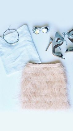 ♚blush pink feather skirt + very light blue Queen Fashion, Love Fashion, Womens Fashion, Fashion Rings, Fashion Boots, Runway Fashion, Fashion Jewelry, Scream Queens Fashion, Chanel Oberlin