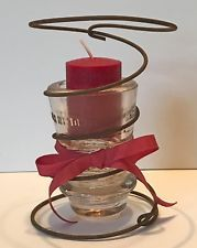Antiq Rusty Patina Bed Spring Cranberry Red Candle Bow Glass Insulator Primitive Bed Spring Crafts, Spring Projects, Projects To Try, Christmas Deco, Christmas Crafts, Bed Springs, Glass Insulators, Decorating Ideas, Craft Ideas