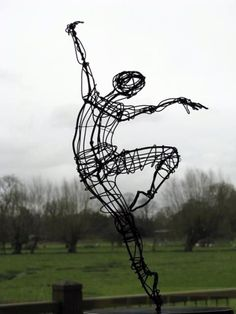 """even the tilt of her wrist is realistic. It seems like she was photographed in the middle of a dance. """"Ballerina on point — Wire — Sculptures — Martin Wright, Artist"""" Sculptures Sur Fil, Sculpture Art, Wire Sculptures, Abstract Sculpture, Bronze Sculpture, Modern Sculpture, Angel Sculpture, Cardboard Sculpture, Roman Sculpture"""