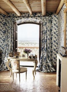 Dwellers Without Decorators: Matching Curtains and Wallpaper... Instant Drama