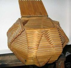 Vintage Folk art / Tramp art popsicle stick box (01/06/2007)