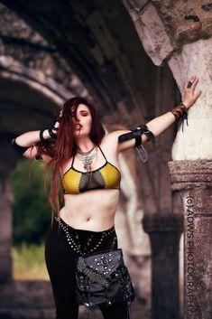 Rocker style for rocker and metalhead chicks. Strong women taking the heat and running with it. Rock on, badass woman! Badass Aesthetic, Rocker Style, Badass Women, Metalhead, Adventurer, India Beauty, Archer, Indian Sarees, Navel