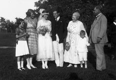 Das Hochzeitsfoto: Ursula, Carol (Ernest Hemingways Schwestern), Hadley, Ernest, Grace, Leicester (das jüngste Kind der Hemingways) und Clar...