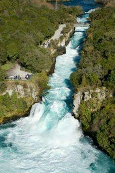 Atractivos turísticos del mundo: Cataratas Huka. Ubicación: Taupo, Nueva Zelanda.
