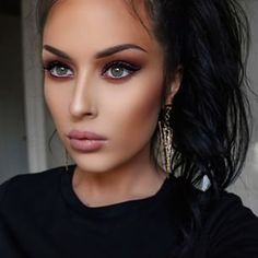 Nice subtle smokey eye look.