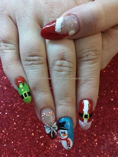 Eye Candy Nails & Training - Freehand christmas nail art by Elaine Moore on 18 December 2013 at Xmas Nail Art, Cute Christmas Nails, Holiday Nail Art, Xmas Nails, Cool Nail Art, Halloween Nails, Uñas Fashion, Christmas Nail Art Designs, Winter Nails