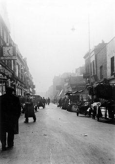 Lambeth Walk London  .  1930s