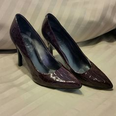 Beautiful Nine West burgandy scale heels. Perfect with office attire for that sexy yet sofisticated look! Worn but still in great condition. No option for burgandy on the app so I out red/purple. Nine West Shoes Heels